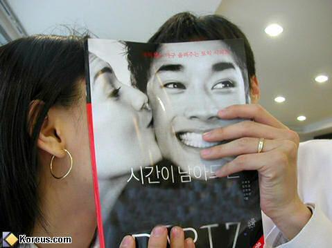 image humour insolite imitation publicite magazine japonais pose visage