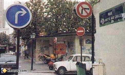image pancarte panneau insolite interdiction obligation de tourner a droite
