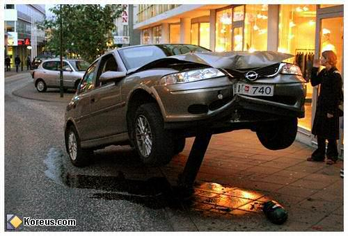 image voiture opel dans poteau empaler