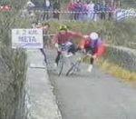 vidéo course vtt fairplay pousse tombe chute spectateur pont plongeon dans la riviere