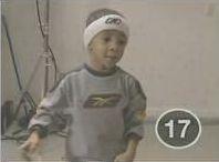 vidéo enfant fait 18 paniers de basket affilé
