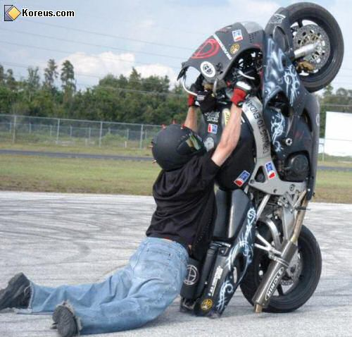 image accident voiture moto humour insolite