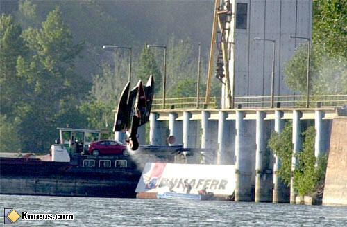 image bateau de course f1 boat humour insolite
