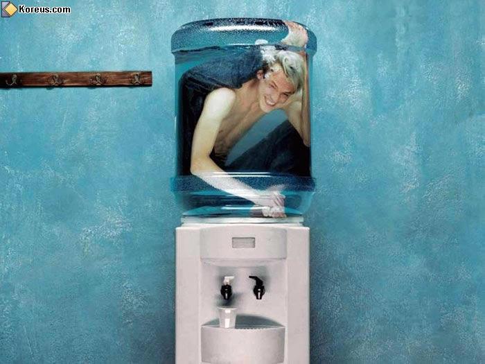 image rigolo homme dans distributeur eau humour insolite