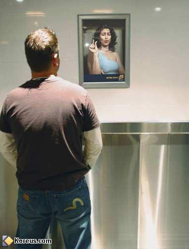 image miroir toilette signe petit penis hommes femmes humour insolite