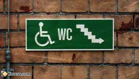 image rire wc toilette handicapé pancarte humour insolite